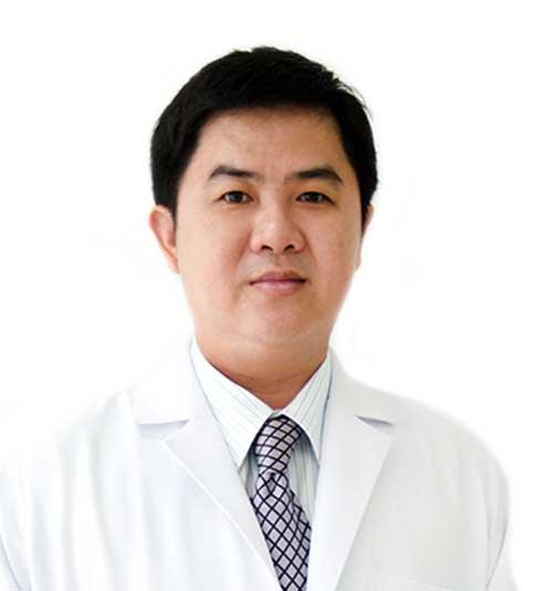 Dentist Dr Pornsak Tantapakul