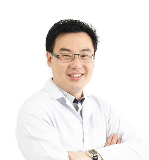 Dentist Dr Preeda Pungpapong